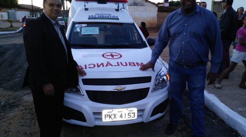 Vereador Adinilson participa da entrega de ambulância em São Sebastião